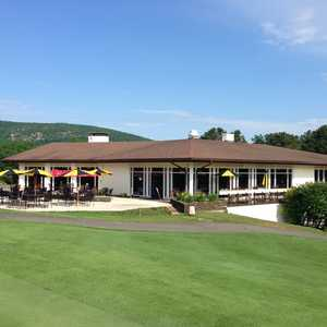 North Ridge GC: Clubhouse & Patio
